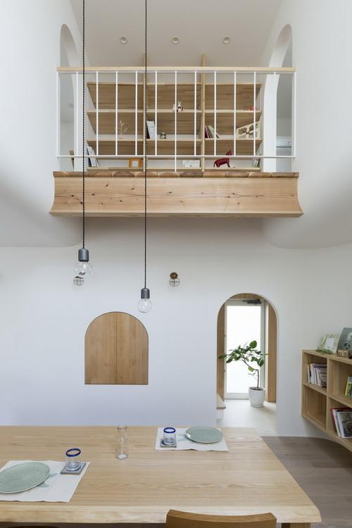 Cây xanh cũng được gia chủ trông khắp nơi trong nhà để mang đến một không gian mát mẻ, tràn đầy sức sống.