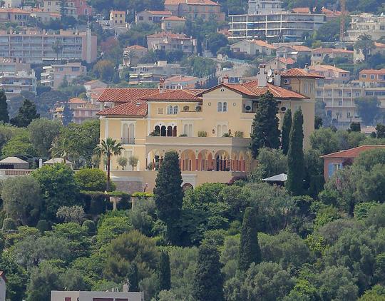Biệt thự đang được rao bán với giá 1 tỉ euro.