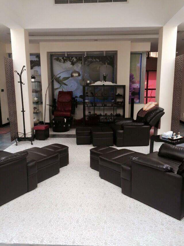 Salon là nơi làm việc tạm gọi là ổn, nhàn nhã, kiếm nhiều tiền mà các cô gái Việt sang Dubai đều muốn.