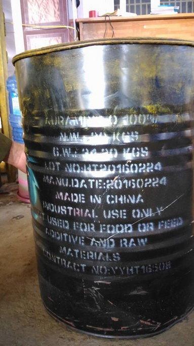 Một thùng hóa chất dùng để nhúng sầu riêng - Ảnh: ANH KHOA