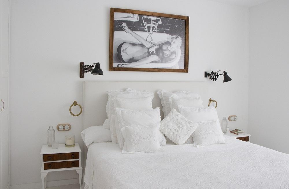 Phòng ngủ nhỏ và tối giản mội đồ đạc để đem đến sự thoáng đãng nhất cho căn phòng.