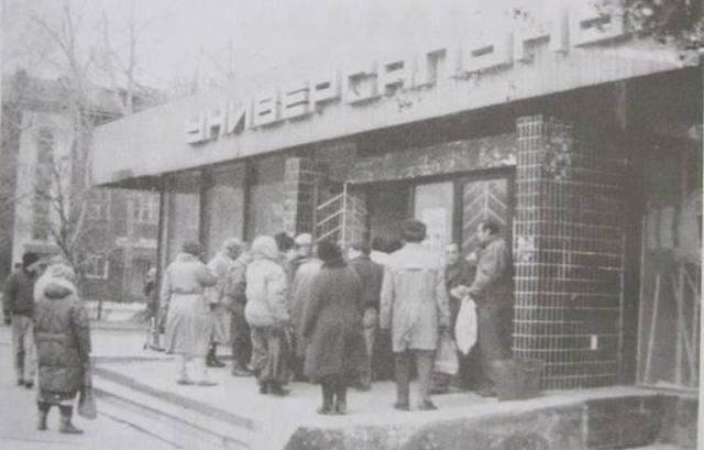 Cảnh xếp hàng ở Liên Xô thời ấy