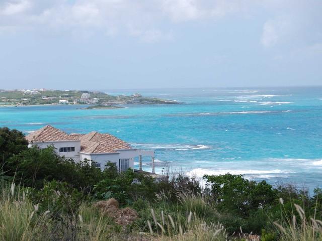Ngoài ra, ông chủ hãng máy tính nổi tiếng cũng sở hữu căn nhà 4 tầng theo phong cách tân cổ điển tại quần đảo Anguilla thuộc Caribbe...