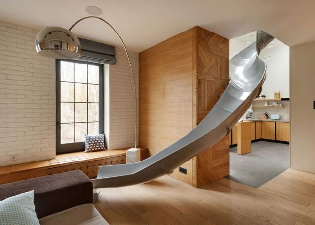 Hệ thống máng trượt tạo nét mới mẻ, độc đáo lại được kết nối một cách vô cùng hài hòa tạo điểm nhấn cho căn nhà.