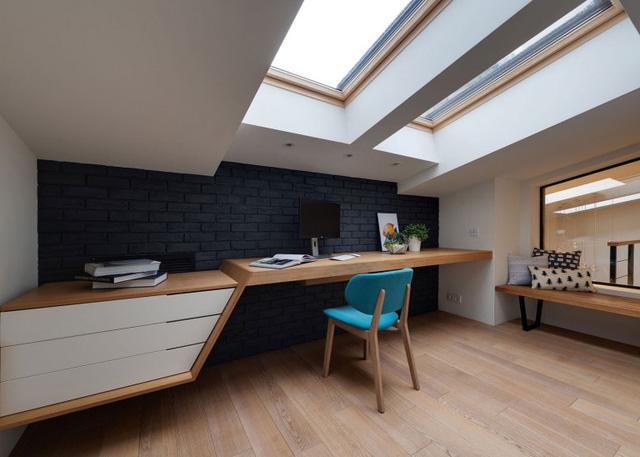 Góc làm việc sáng sủa tận dụng tối đa diện tích của căn phòng.