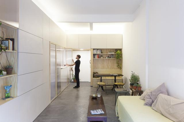 Hệ thống cửa này giúp gia chủ có thể mở ra, đóng vào thuận tiện để che giấu không gian bếp núc khi không cần thiết.