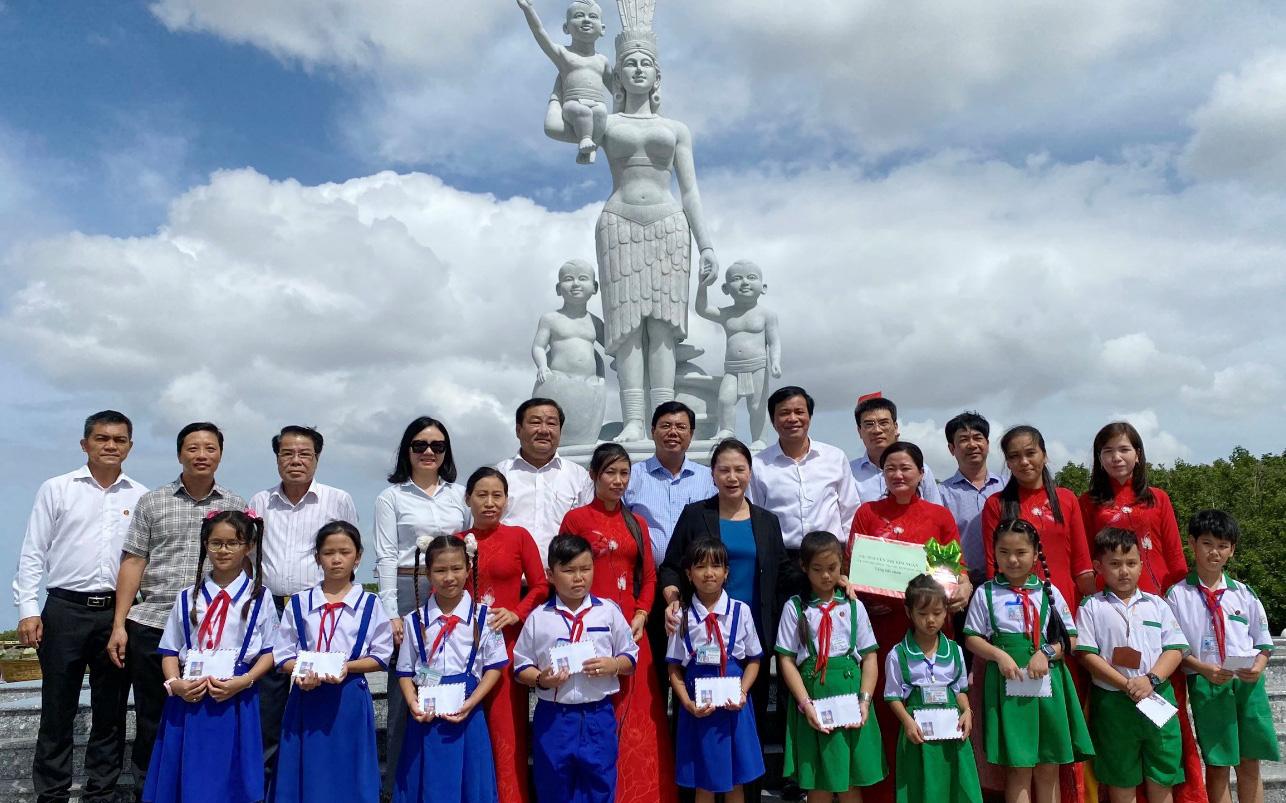 Đoàn công tác Petrovietnam và các đơn vị thành viên đến miền Tây Nam Bộ