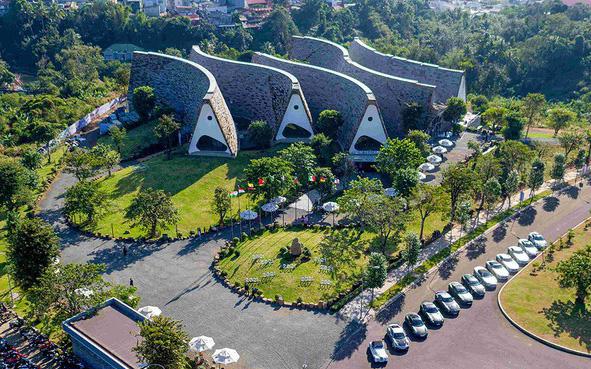 Thành phố Cà phê - văn hóa bản địa hòa cùng kiến trúc chữa lành