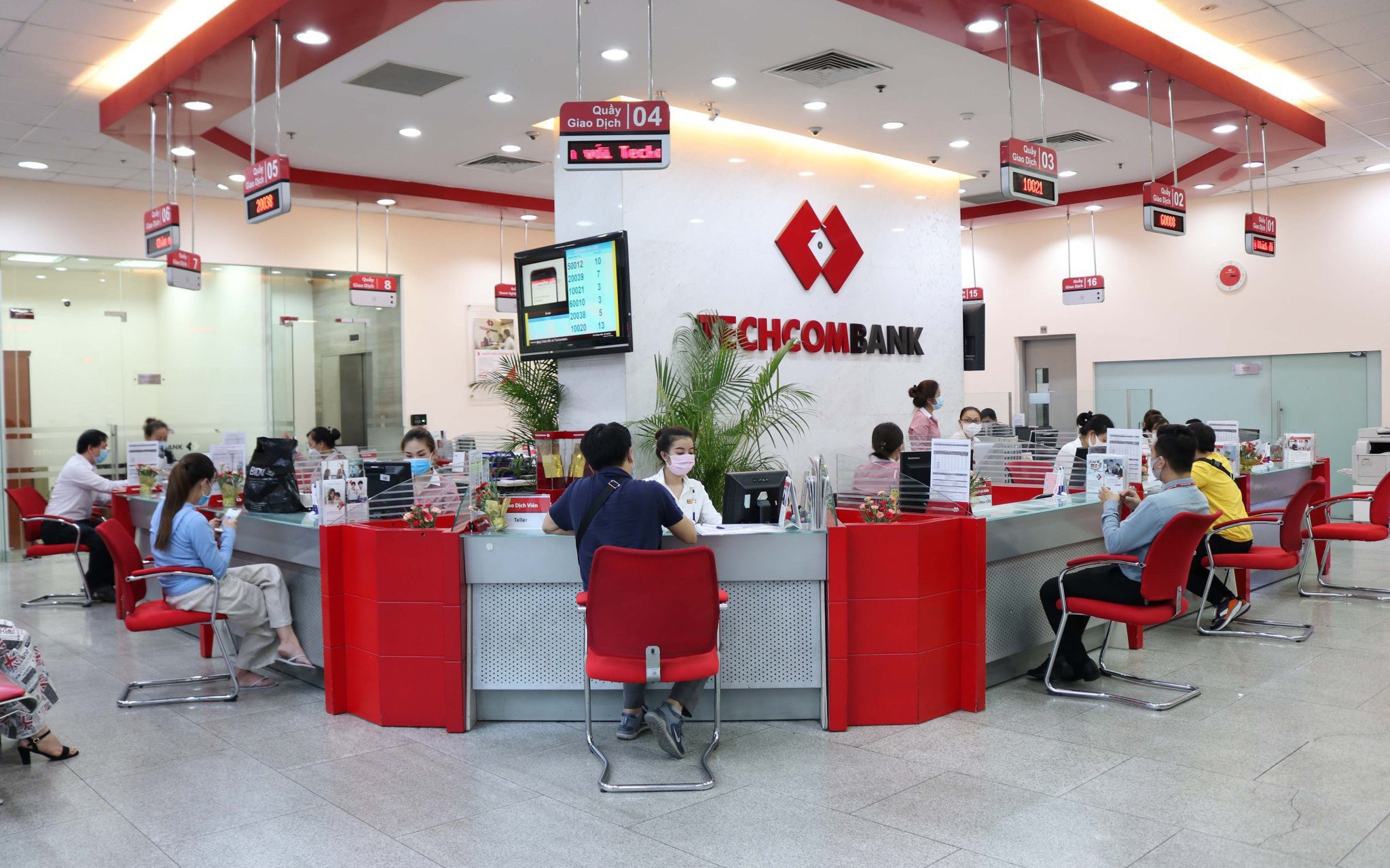 Techcombank duy trì vị thế dẫn đầu trong bối cảnh tác động từ Covid-19