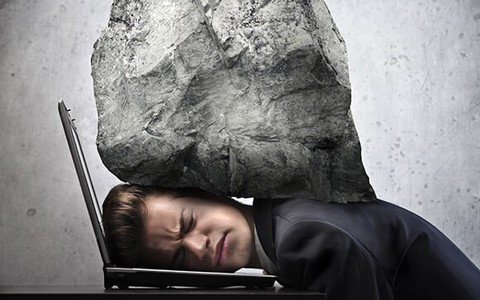 Công việc, áp lực cuộc sống khiến những cơn đau đầu thường xuyên làm phiền  bạn:
