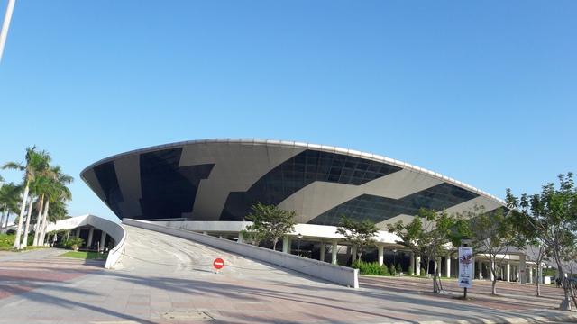 Cung thể thao Tiên Sơn cũng được sửa chửa, cải tạo lại làm Gala Dinner, phục vụ APEC 2017.