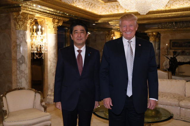 Trên trang Facebook cá nhân, Donald Trump đăng ảnh chụp với ông Abe tại tòa tháp Trump. Ảnh: Facebook.