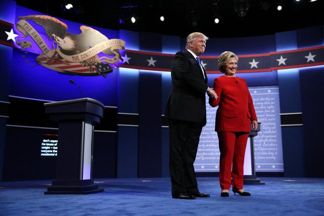 Ngày 26/9 đánh dấu sự kiện đặc biệt trong cuộc đua vào Nhà Trắng khi ứng viên tổng thống đảng Cộng hòa Donald Trump đối đầu trực tiếp với đối thủ đảng Dân chủ Hillary Clinton trong sự kiện được truyền hình trực tiếp với khoảng 100 triệu người theo dõi. Đây cũng là lần đầu tiên ông Trump và bà Clinton đối đầu trực tiếp trong cuộc đua vị trí quyền lực nhất nước Mỹ.