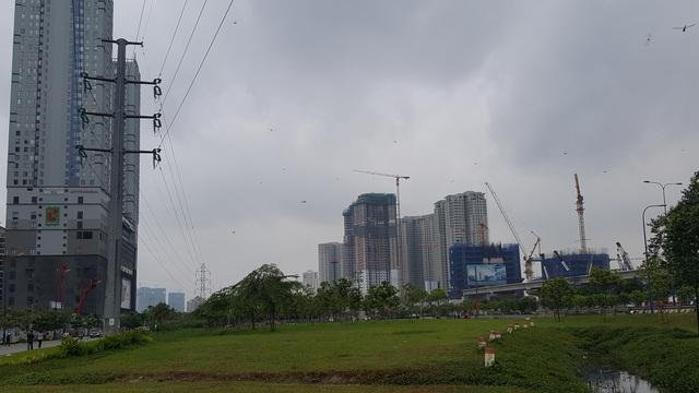 Khu Đông đang mọc lên hàng loạt cao ốc, tạo thành quần thể đô thị hiện đại.
