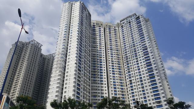 Ngay mặt tiền Xa lộ Hà Nội và metro số 1 là dự án Masteri Thảo Điền, phường Thảo Điền với 4 block cao từ 41-45 tầng. Giá bán căn hộ tại đây thấp nhất khoảng 30 triệu đồng/m2.