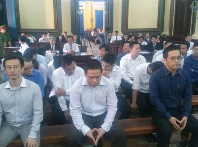 Bị cáo Hoàng Đình Quyết, Mai Hữu Khương, Phan Thành Mai (hàng ghế đầu)