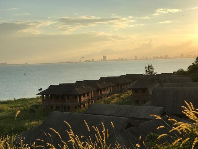 Một khu nghỉ dưỡng sang trọng, biệt thự để hoang sát biển Đà Nẵng khu Sơn Trà nhìn vào trung tâm thành phố.