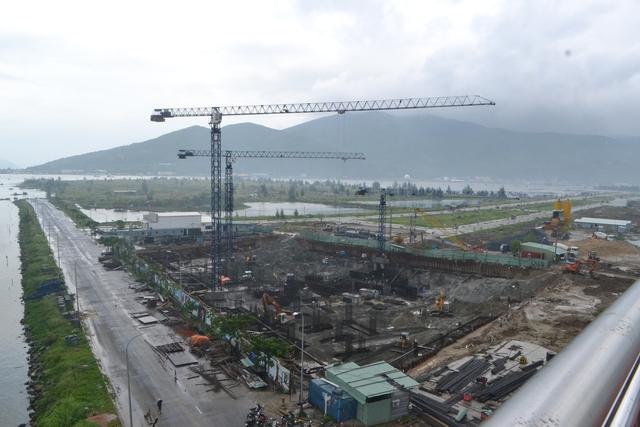 Những hình ảnh trên cho thấy hàng loạt công trình khách sạn lớn nhỏ đang đẩy nhanh tiến độ thi công nhằm kịp thời đưa vào phục vụ du khách nhân dịp APEC 2017