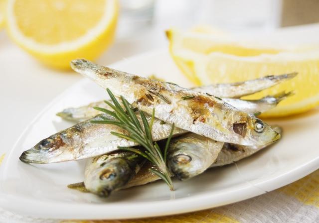 Muốn sống thọ, bạn nên bổ sung cá vào bữa ăn hàng ngày.