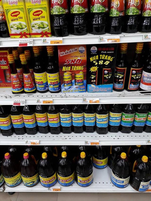 Nước mắm được bày bán ở siêu thị Hapro Thanh Xuân