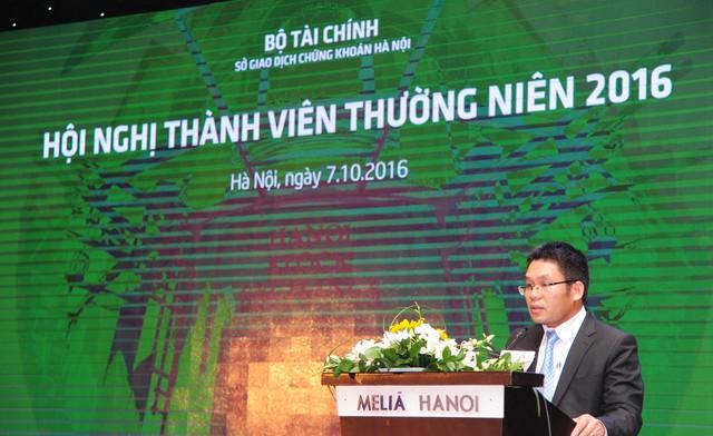 Chủ tịch HNX Nguyễn Thành Long tại hội nghị