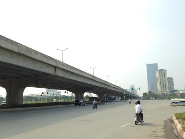 Đường Phạm Hùng - Vành đai 3 đoạn đi qua dự án.