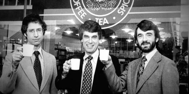 Năm 1976, Schultz làm giám đốc marketing và bán lẻ cho Starbucks