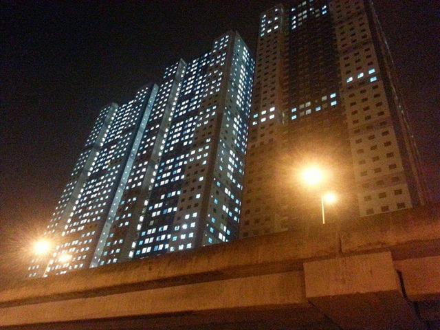 Thực tế, hiện tại Doanh nghiệp xây dựng tư nhân số 1 Lai Châu - Điện Biên của đại gia Lê Thanh Thản đã xây dựng nhiều tòa nhà chung cư cao 38-40 tầng tại dự án này.