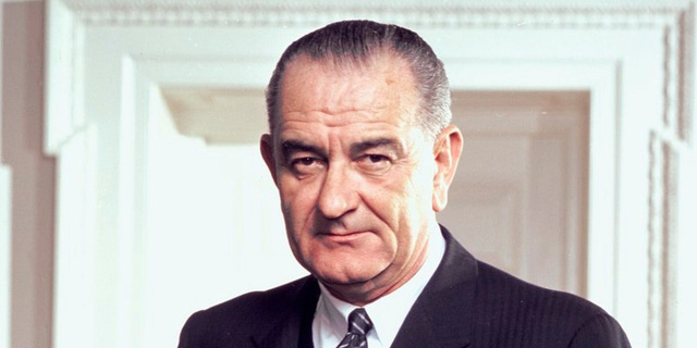 Lyndon B. Johnson, tổng thống thứ 36, từng phải mưu sinh bằng nghề đánh giày và chăn dê thuê.