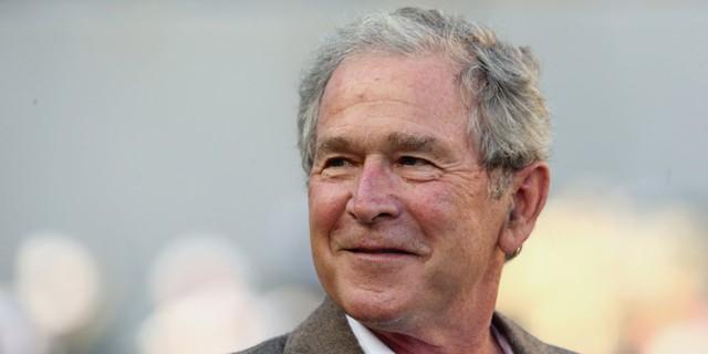 George W. Bush, tổng thống thứ 43 của Mỹ, từng nhiều năm làm việc trong lĩnh vực dầu mỏ và sở hữu một phần của công ty Texas Rangers.