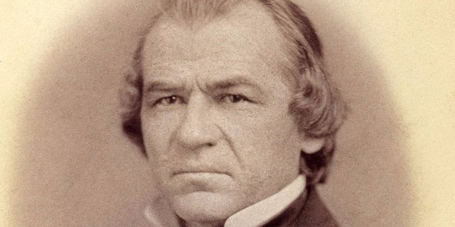 Andrew Johnson từng có thời kỳ làm thợ may khi giúp đỡ mẹ trong xưởng may tại gia. Ông sau này trở thành phó tổng thống Mỹ và đảm trách cương vị tổng thống thứ 17 của nước Mỹ khi Lincoln bị ám sát.