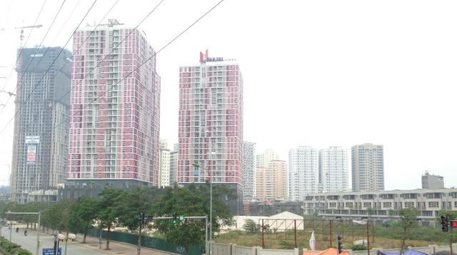 Chung cư cao tầng tiếp tục mọc lên san sát bám theo dọc trục đường Tố Hữu.