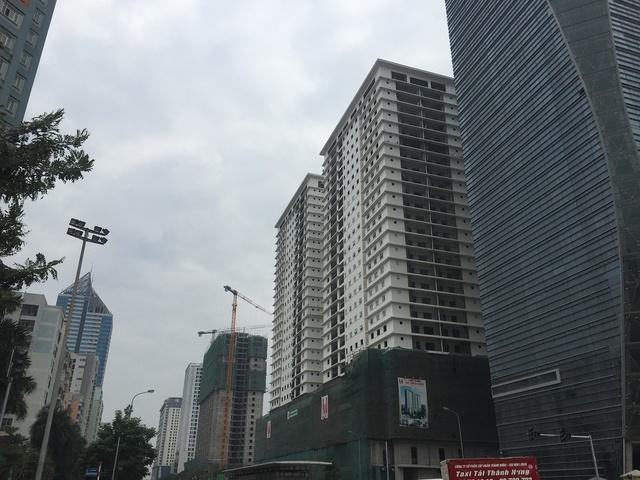 Những khu chung cư với quy mô lên mọc lên đã khiến sức ép hạ tầng khu vực đường Lê Văn Lương tiếp tục quá tải.