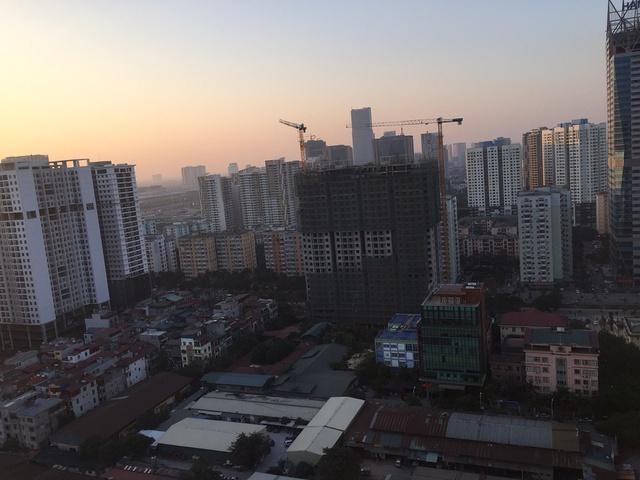Cả khu Trung Hòa Nhân Chính hiện nay vẫn như một đại công trường đang ngổn ngang xây dựng.