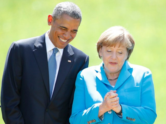 Suốt 2 nhiệm kỳ của tổng thống da màu đầu tiên của nước Mỹ, không khó để bắt gặp những hình ảnh thân thiết giữa ông Obama và bà Merkel. Bà Merkel cũng là người ông Obama tới chào tạm biệt sau khi cuộc đua vào Nhà Trắng có kết quả, dấu mốc báo hiệu ông Obama sẽ phải ra đi. Ảnh: Reuters