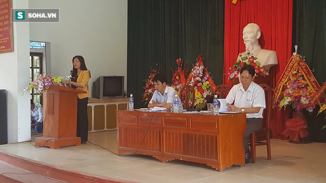 Phó Chủ tịch UBND tỉnh Thanh Hoá Lê Thị Thìn cùng lãnh đạo huyện Hà Trung tại buổi tiếp xúc người dân ở xã Hà Vinh