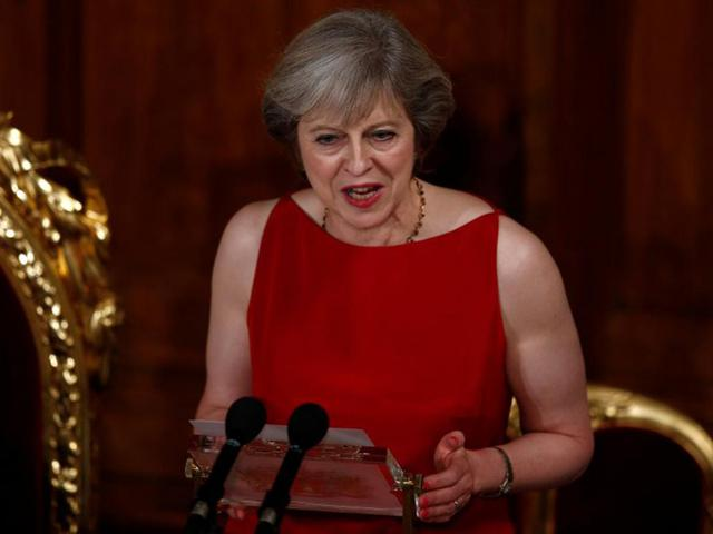 Tháng 3/2017 sắp tới nhưng bà Theresa May vẫn chưa biết mình cần làm gì