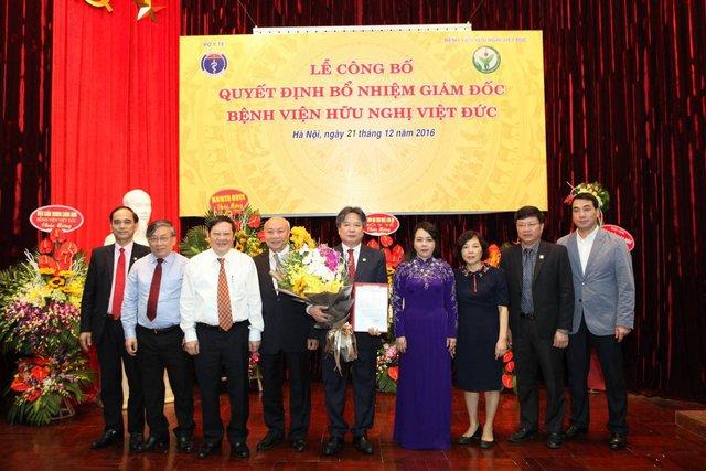 Lễ công bố Quyết định bổ nhiệm GS. TS Trần Bình Giang, Phó Giám đốc phụ trách quản lý điều hành Bệnh viện giữ chức vụ Giám đốc Bệnh viện Hữu nghị Việt Đức