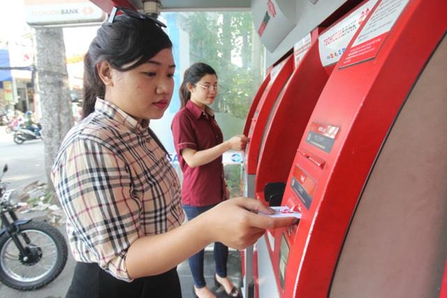 Hệ thống ATM thường bị quá tải vào dịp Tết Ảnh: Hoàng Triều