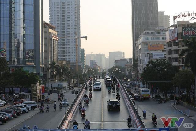 Trục đường BRT 01 đi qua có lượng xe tham gia giao thông khá lớn nên ảnh hưởng tới tốc độ của bus nhanh trong 2 ngày chạy thử vào giờ cao điểm.