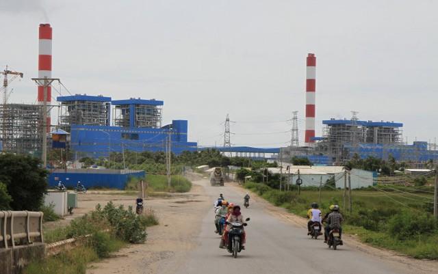 Theo kế hoạch, Trung tâm Điện lực Duyên Hải (Trà Vinh) có bốn nhà máy điện than. Tuy mới có một nhà máy vận hành nhưng người dân đã phản ảnh môi trường bị ô nhiễm - Ảnh: V.TR.