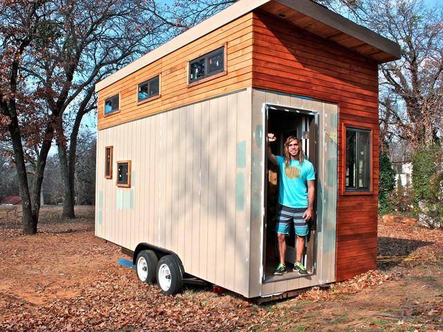 Chân dung chàng thanh niên Joel Weber và ngôi nhà do anh tự tay thiết kế và xây dựng.