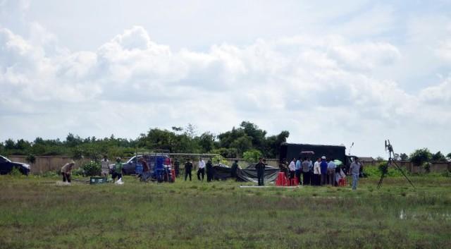 Thiết bị kỹ thuật và lán trại dã chiến được dựng trong Sân vận động Châu Pha - Ảnh: Đông Hà