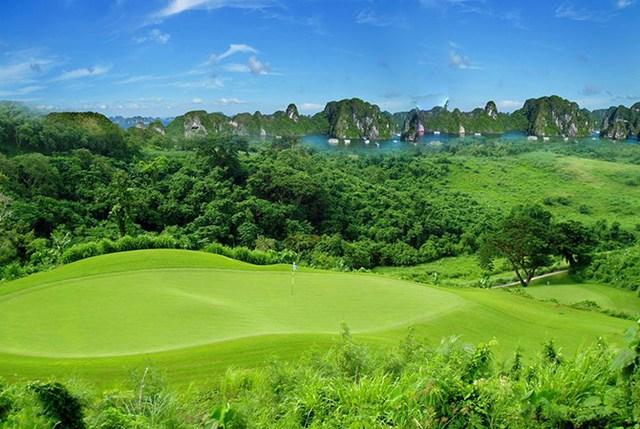 Sân golf 18 lỗ FLC Ha Long Golf Links sẽ là 1 trong những tiện ích nổi bật thỏa mãn nhu cầu nghỉ dưỡng của mọi cá nhân