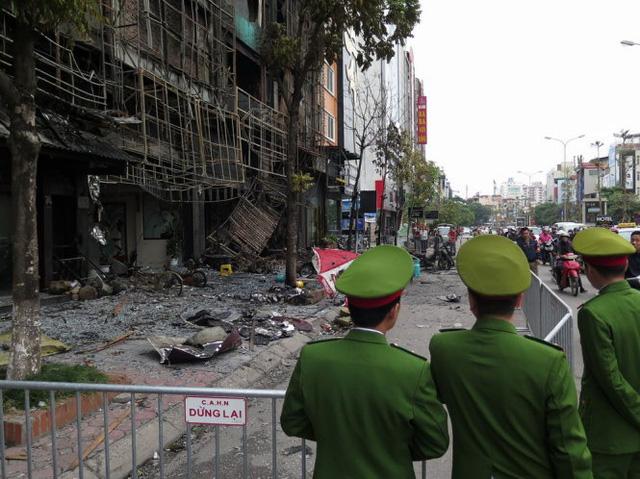 Hiện trường vụ cháy tiếp tục được phong tỏa để phục vụ điều tra - Ảnh: QUANG THẾ