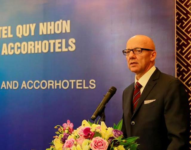 Ông Patrick Basset - Giám đốc điều hành AccorHotels khu vực Đông Nam và Đông Bắc Áphát biểu tại buổi lễ.