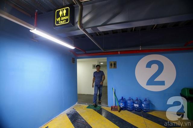 Bên trong nhà xe có nhiều tiện ích như nhà vệ sinh miễn phí, thang máy, văn phòng...