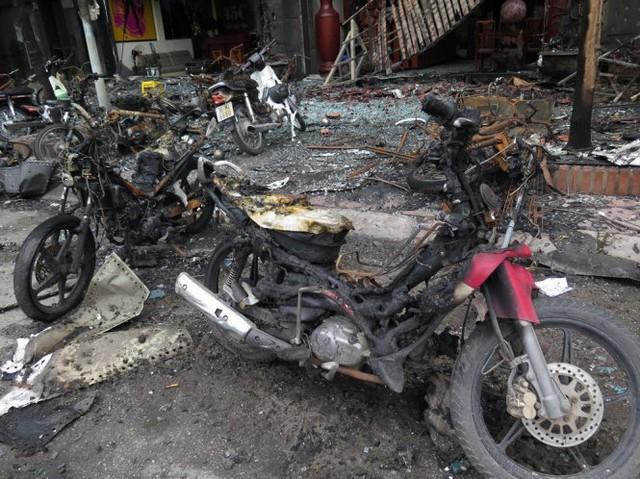 Xe máy bị cháy trong vụ hỏa hoạn - Ảnh: QUANG THẾ