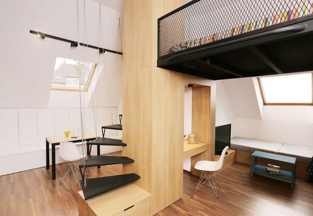 Không gian nghỉ ngơi riêng tư được đưa lên một gác xép nhỏ nhường lại diện tích cho những khu vực chức năng khác.
