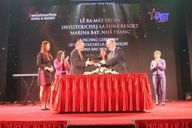 Ông Lã Quang Bình – chủ tịch PIST và ông R J Larmour – CEO Swisstouches Hotels & Resorts thực hiện nghi lễ ký kết thỏa thuận hợp tác giữa hai đơn vị.